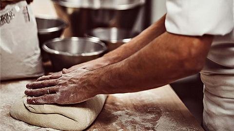 從瑪德琳到蝴蝶酥,烘焙坊對于一家酒店意味著什么?