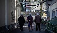 老龄化快速袭来,我们需要准备多少医疗费和电梯?