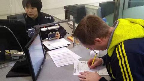 外籍人士在沪7个工作日可完成工作和居留许可申请流程