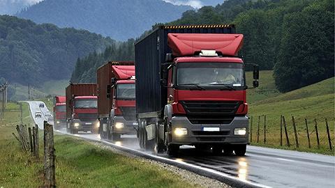 超载3倍也能交钱放车,超载超限大货车为何能畅行无阻?