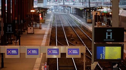 法国80万人大罢工持续:九成高铁停运,政府工会互不让步
