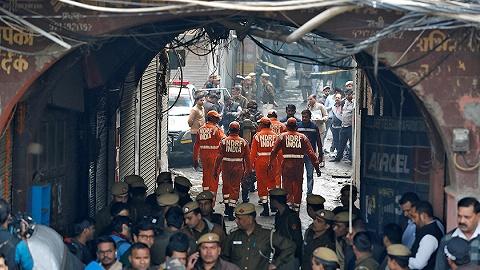 印度德里一工厂起火已致43人遇难,工人睡梦中吸入过量浓烟