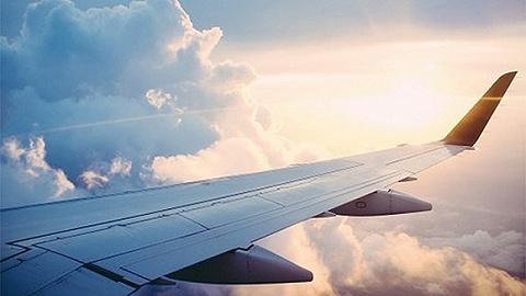 乘客收到噩耗,飞机滑行中紧急返回