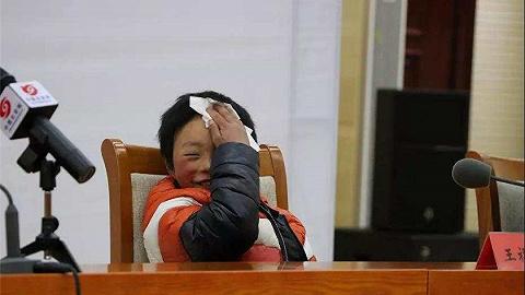 昭通冰花男孩父親申請貧困戶遭拒,村支書:不合標準