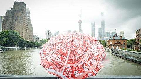 伞上的乡村:6个塑料瓶就能变身1把雨伞