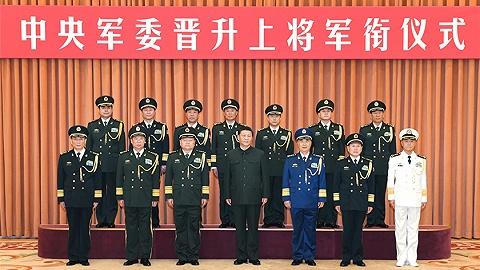 中央軍委舉行晉升上將軍銜儀式,習近平頒發命令狀