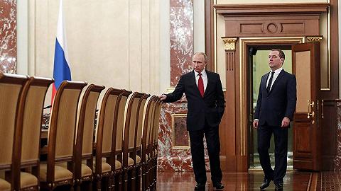 俠客島:俄政府全體辭職,我們連線了俄羅斯