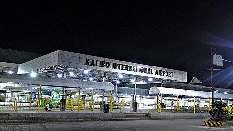 菲律宾包机运送近500名中国游客返回武汉