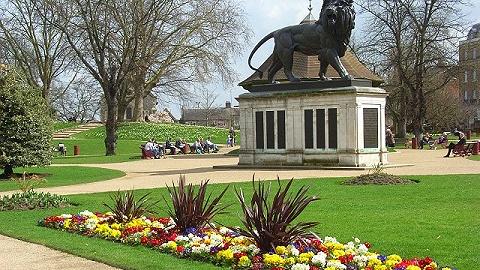 利比亚男子在英国公园持刀刺死3人,警方认定为恐袭