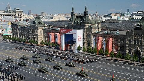 修宪公投前夕,俄罗斯举行大阅兵重温苏联岁月