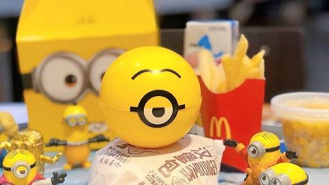 """麦当劳又推出70个小黄人盲盒,""""买玩具送套餐""""的游戏为什么玩不腻?"""