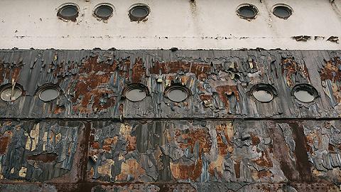 由于新冠疫情,多艘豪華郵輪被送進拆船廠