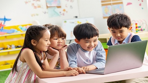 【评论】该不该把幼儿园纳入义务教育?