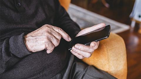 國辦:保留傳統金融服務方式,滿足老年人現金支付需求