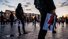 """右翼暗影下的波兰:当堕胎和同性恋被禁止,当托卡尔丘克成为""""叛徒"""""""