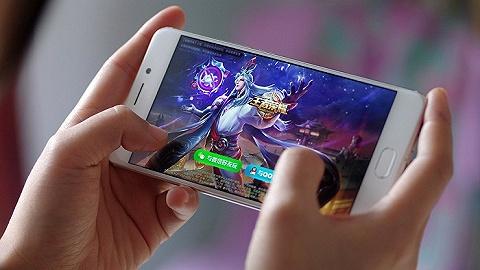 腾讯金贝棋牌app下载新规:60岁以上老年人月金贝棋牌官网app下载千元,将开启人脸识别验证
