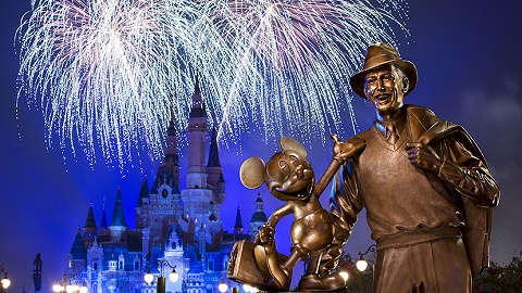 五周年在即,上海迪士尼乐园开幕版本夜光幻影秀迎来倒计时