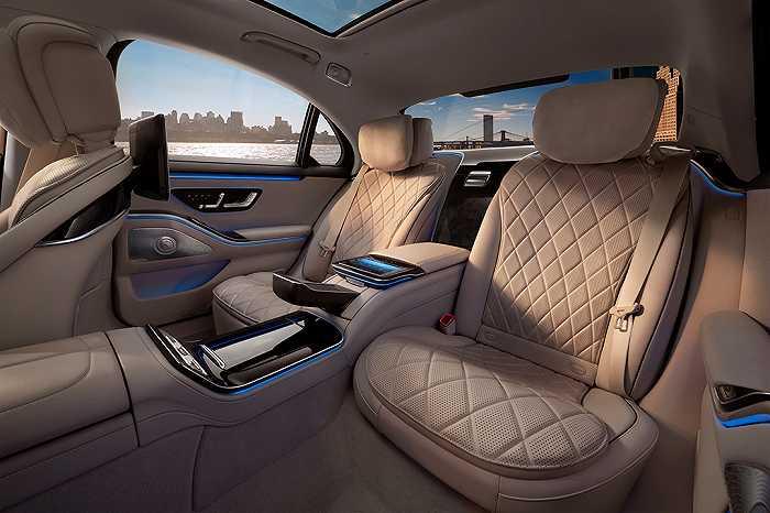 ????梅賽德斯-奔馳連續五年成為中國發展高層論壇合作伙伴 全新S級轎車為論壇唯一指定貴賓用車