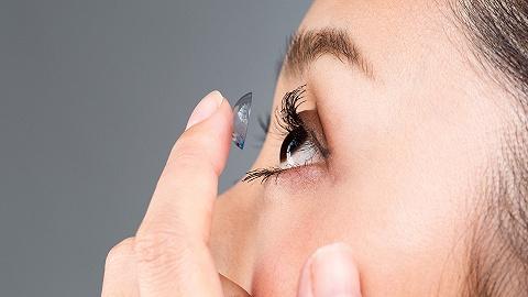 愛爾康居然和周大福聯名,賣隱形眼鏡的花樣越來越多了