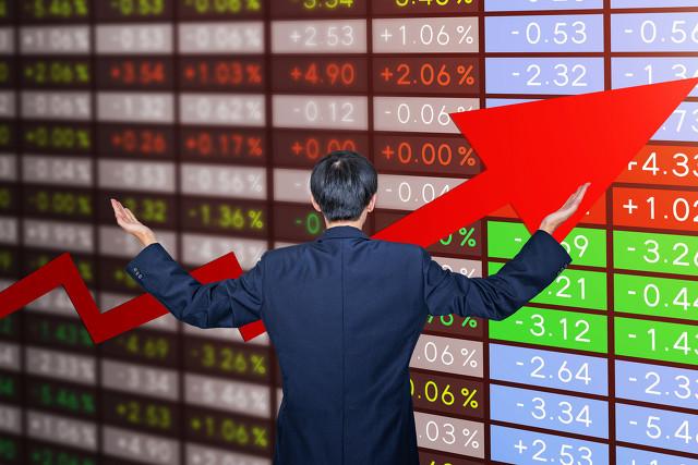 天富平台测速一年一度的巴菲特股东大会,董承非、谢治宇、杨东等基金经理这么评价