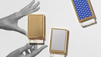 Bvlgari海蓝宝石色手袋尽显温柔,Cartier中性香水可以DIY丨是日美好事物