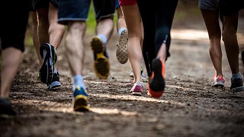 甘�C山地�R拉松事故21人遇�y,越野跑安全性��如何保障?