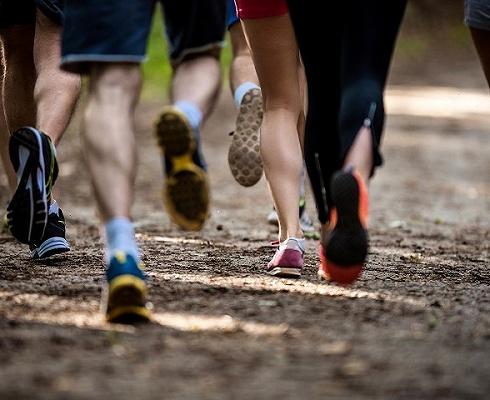 甘�C山地¤�R拉松事故21人遇�y,越野跑当然对着牌子很是熟悉安全性��如何保障?