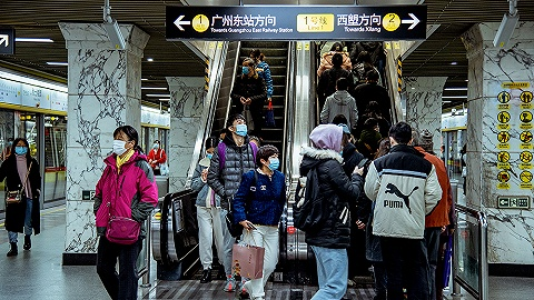 广州地铁客流下降超四成,白云机场过半航班取消