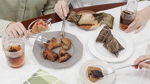 把螺蛳粉臭豆腐跳跳糖都塞进去的网红粽子,真是为了吃吗?