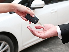 消费者报告   租车押金和垫付的钱退不了,车行和平台到底谁来负责?