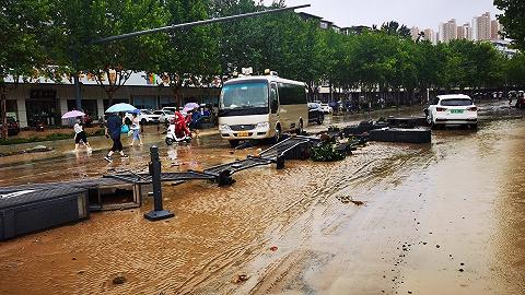 暴雨下郑州医院断电告急!大型医院如何紧急应对突发灾害?