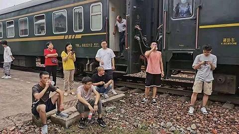 河南暴雨致35趟列车被困,部分已临停50小时,物资陆续送达
