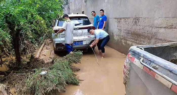 摩登平台APP河南暴雨车险报案突破6万件,车被水淹了保险怎么赔?