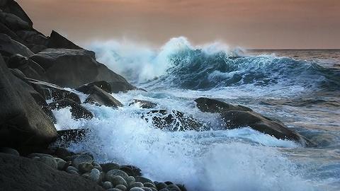 浙江多地出现海水倒灌,国家海洋预报台发布风暴潮和海浪双红预警