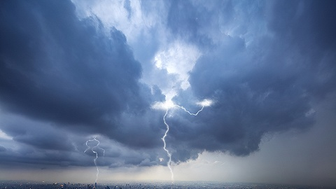 """台风""""烟花""""再次登陆,航空、铁路、地铁运行持续受阻"""