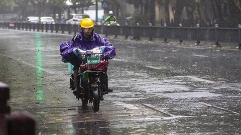 发改委:极端天气等非常情况下,该停学的停学,该停运的停运