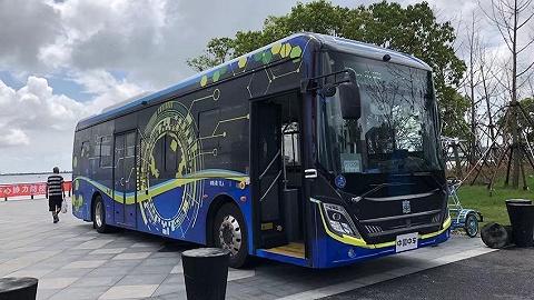 上海首辆智能网联商用车载人公交启动载人示范运营,全长8.5公里