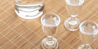"""""""資本圍獵白酒""""傳言是咋回事?板塊集體重挫,貴州茅臺跌逾5%,市值破2萬億"""