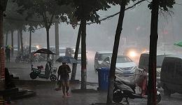 河南发布此轮降雨首个红色预警,郑州转移安置群众24万人
