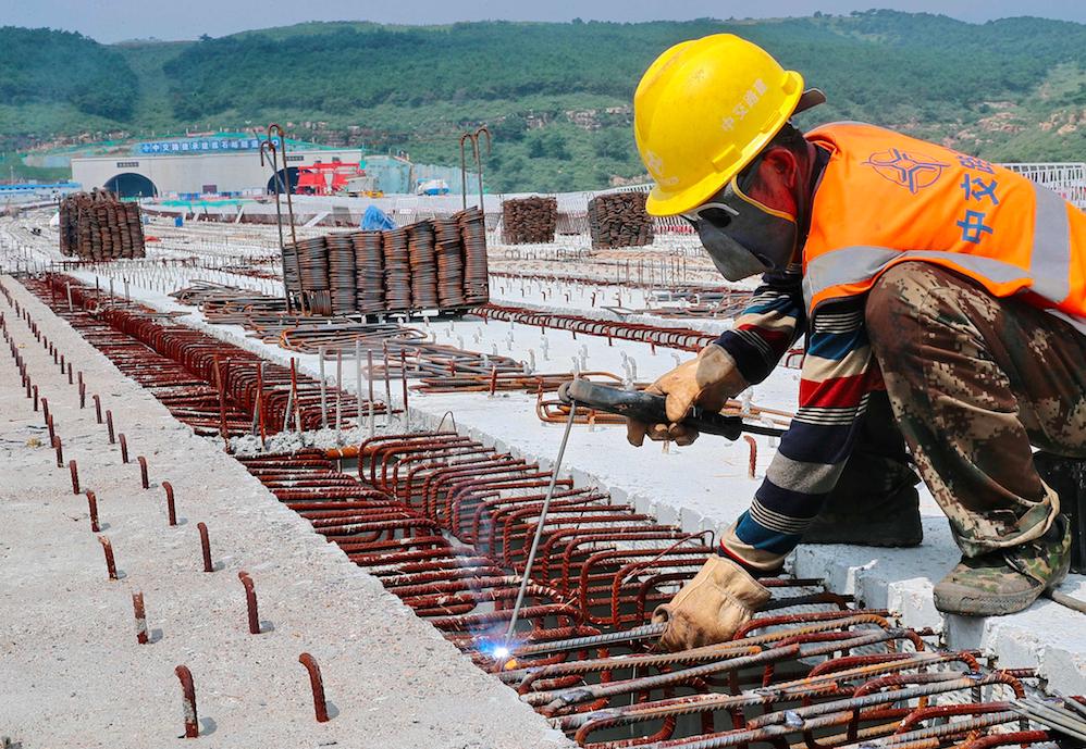8月中国经济增长动能继续放缓,疫情反复严重打击消费