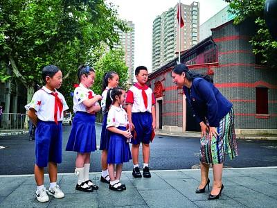 华信娱乐代理用爱的教育传递红色火种