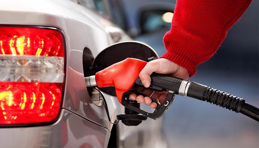 欧亿3首页国内成品油价迎年内第12次上调,加满一箱油多花3.5元
