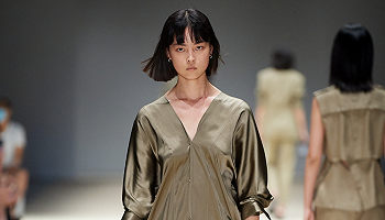 春夏新秀来袭,简单利落也能暗藏巧思丨上海时装周