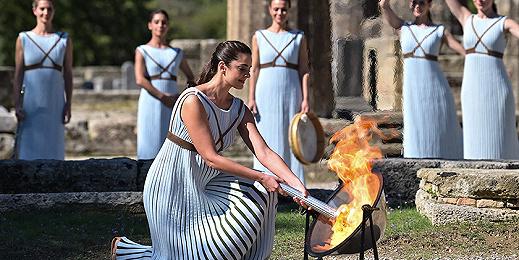 北京冬奥会圣火采集仪式在希腊举行,李佳军任中国首棒火炬手