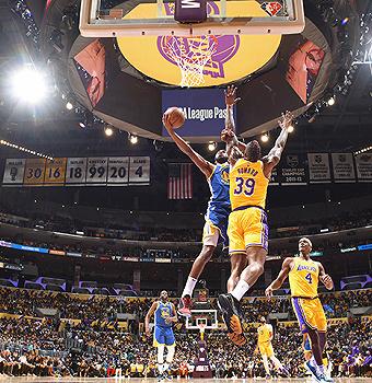 NBA揭幕战雄鹿、勇士夺首胜,联盟新赛季预计进账100亿美元