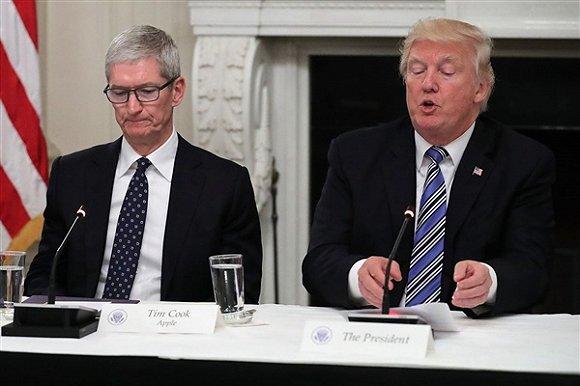 苹果征税涨价,还是回美建厂?这笔账库克该怎么