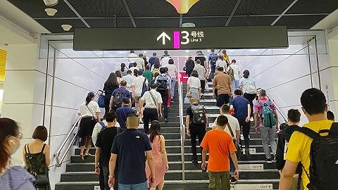 """预计端午假期高峰时段客流较大,成都地铁提醒市民尽量""""错峰出行"""""""