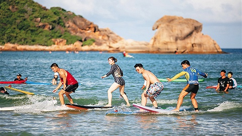 高端酒店领跑、旅游产品不断创新,海南暑期滨海游市场红火
